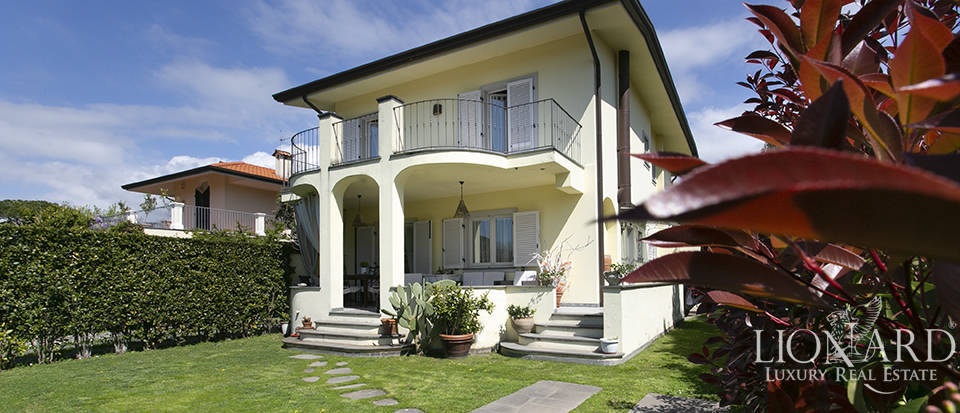 charming little villa for sale in forte dei marmi