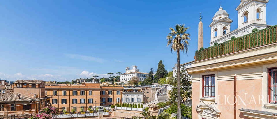 exclusive apartment in piazza di spagna in rome