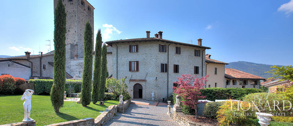 Luxury castle for sale in the province of Pavia Image 1
