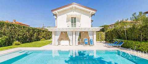 elegant little villa for sale in forte dei marmi