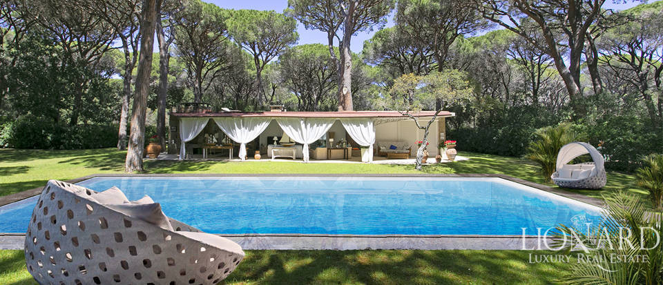 elegant villa with swimming pool for sale in roccamare