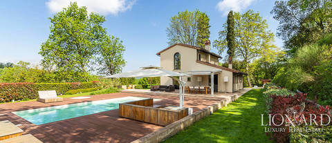 luxurious villa with swimming pool for sale near pisa