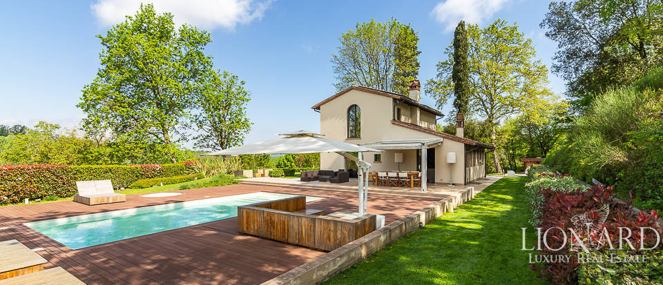 Luxurious villa with swimming pool for sale near Pisa Image 1