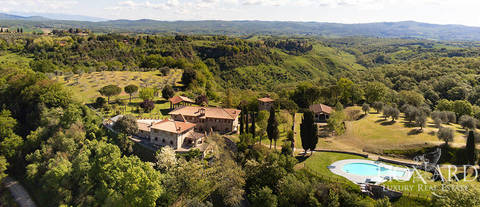 luxury estate for sale in siena s countryside