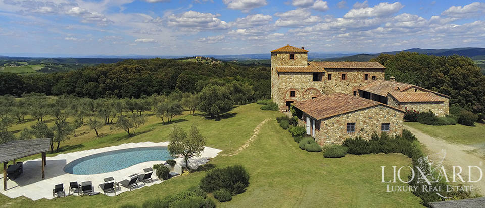 villa with pool for sale siena