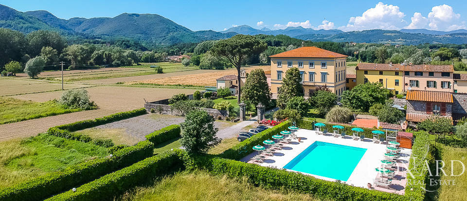 Luxury villa for sale near Lucca Image 1