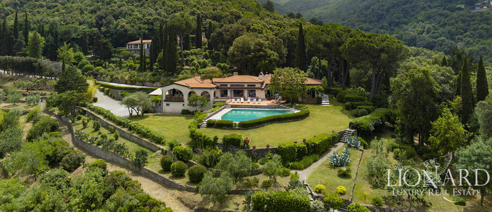 Luxury villa with outbuilding for sale by Elba