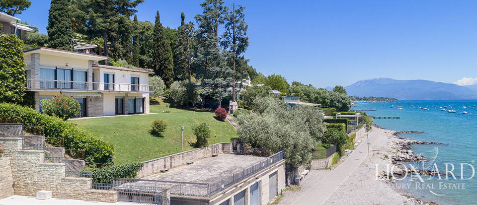Lake-front villa for sale in Padenghe sul Garda Image 1