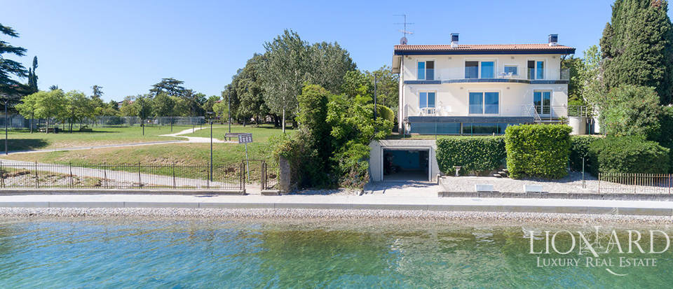 Luxury villa with a spectacular view of Lake Garda Image 1