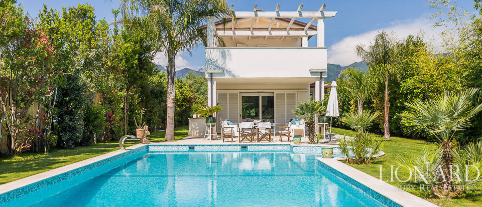 Prestigious luxury villa for sale in Forte dei Marmi Image 1