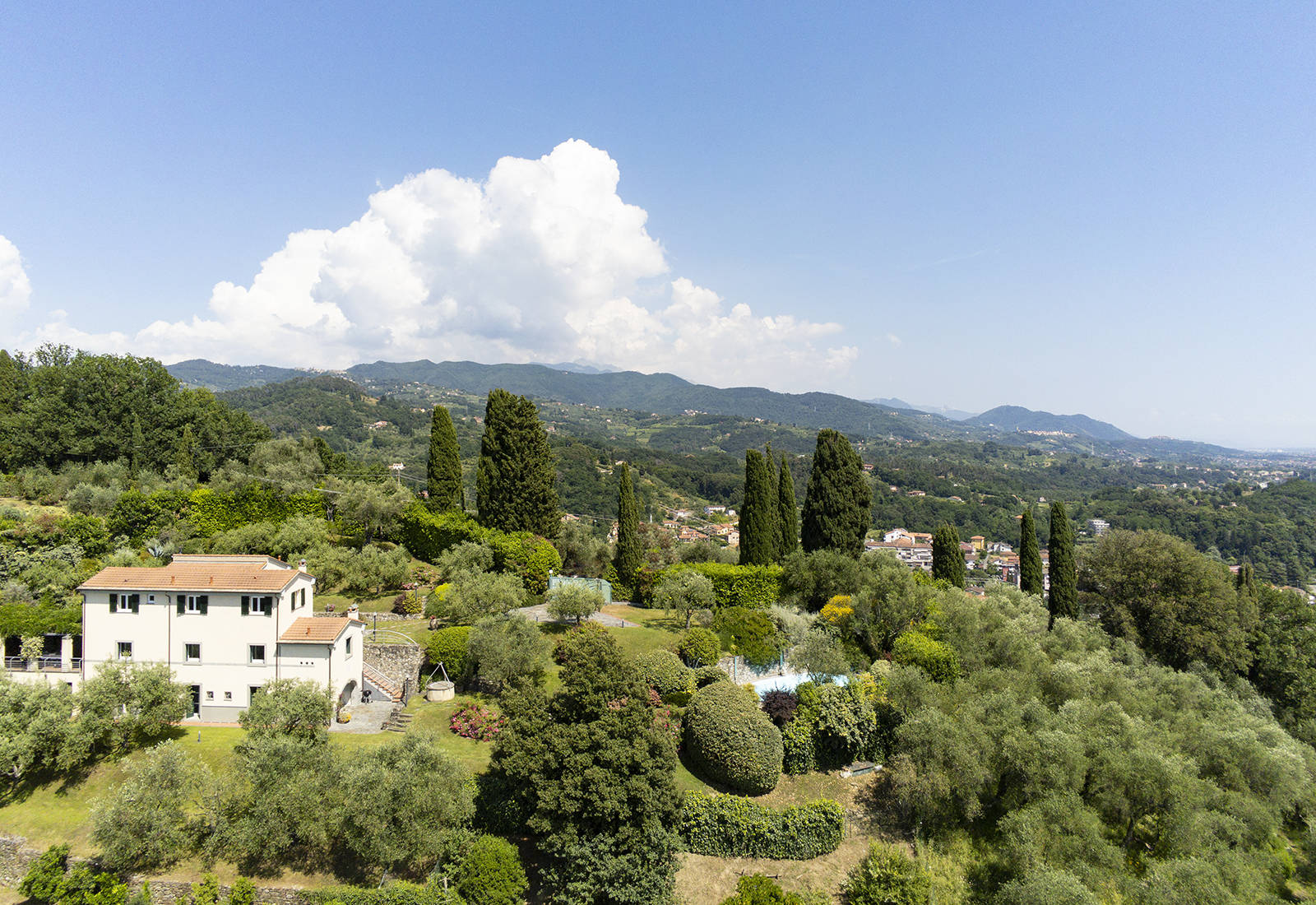villa on sarzana's hill in liguria