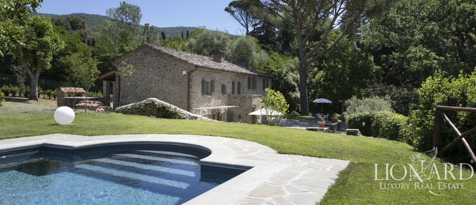 Wonderful agritourism resort for sale in Cortona Image 1