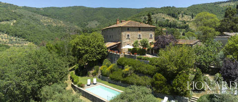 small tuscan hamlet for sale near arezzo