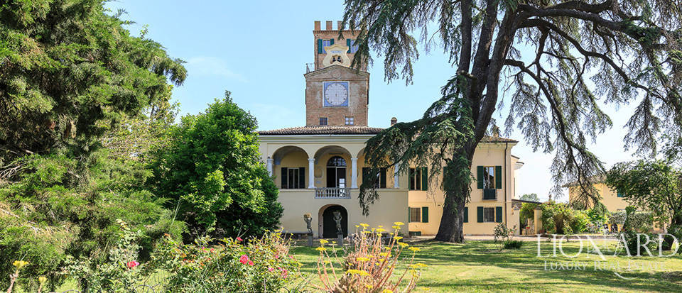 18th-century estate for sale in Parma Image 1