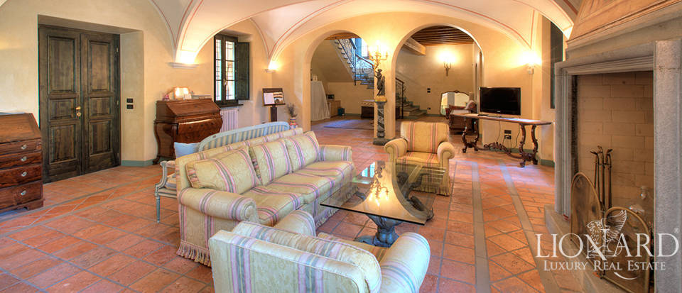 Luxury farmhouse in the depth of the Franciacorta area for sale Image 1
