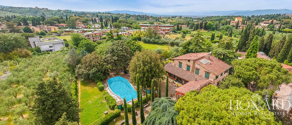 Villa with a view of the Cathedral for sale in Florence Image 1