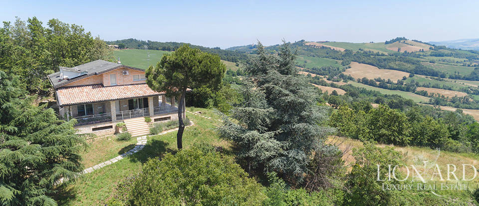 Luxurious villa for sale in the Oltrepò Pavese area Image 1