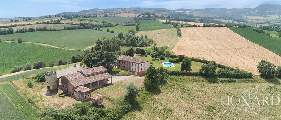 Farmstead surrounded by a big park near Piacenza Image 1