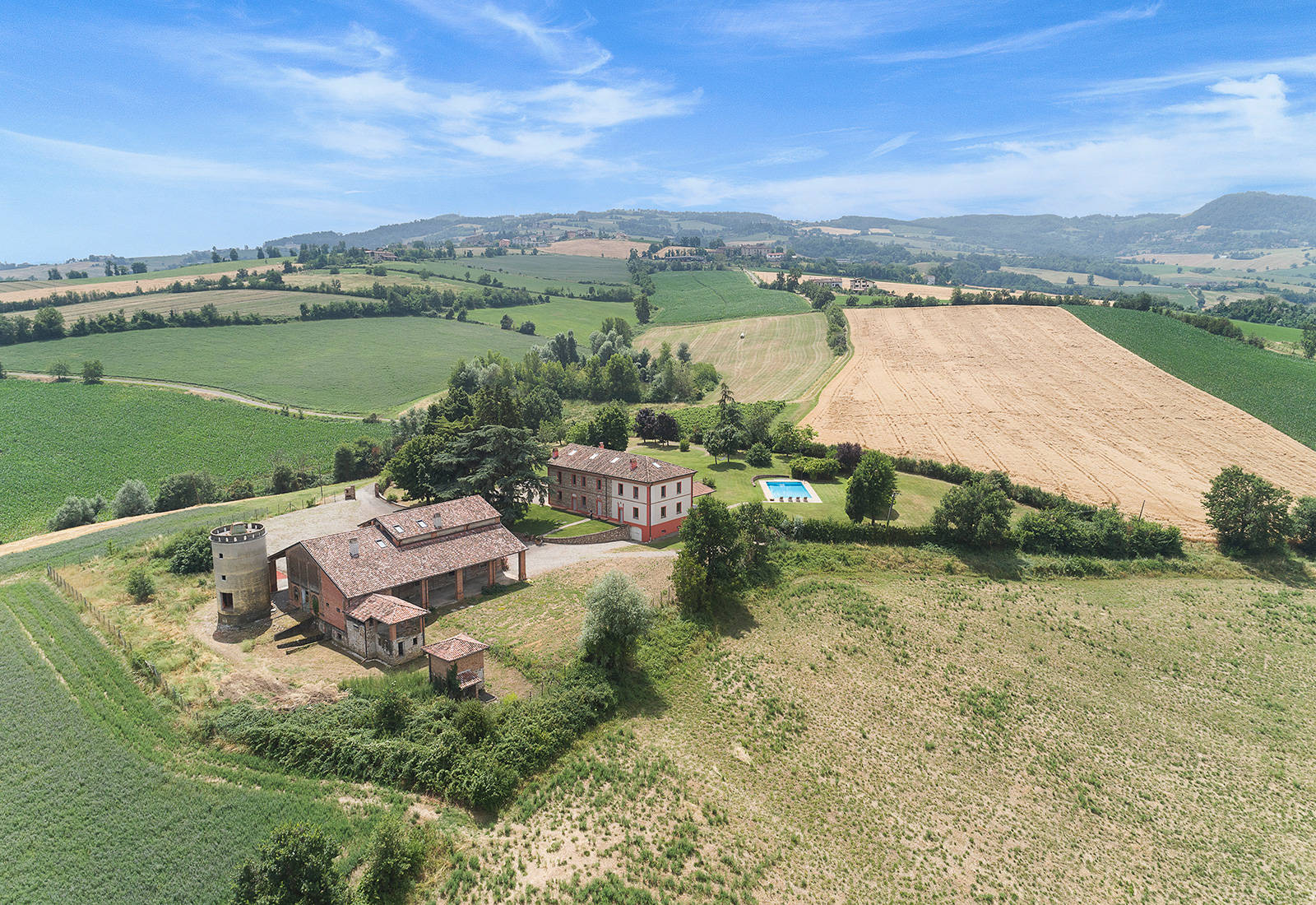 luxury villa for sale in the province of piacenza