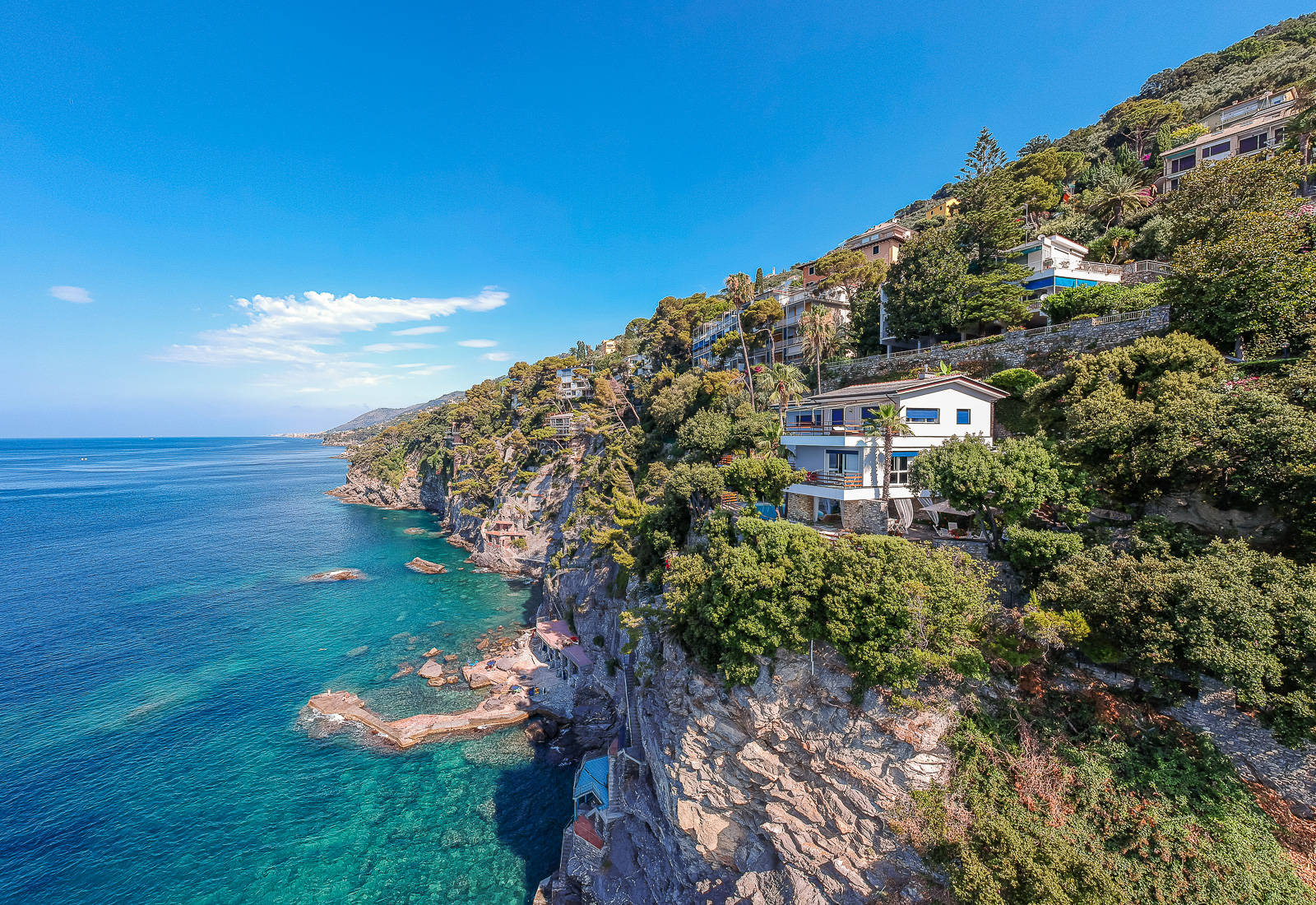 wonderful villa by the sea for sale in sori