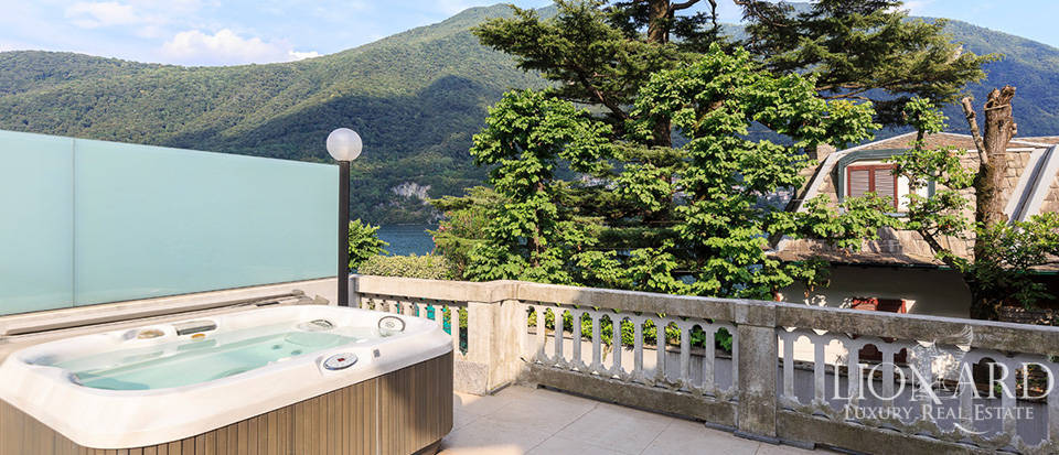 Luxurious lake-front villa for sale in Laglio Image 1