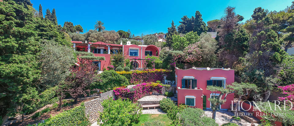 Luxury villa for sale in Anacapri Image 1