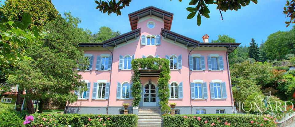 Luxury villa for sale in a hilly position in Verbania Image 1
