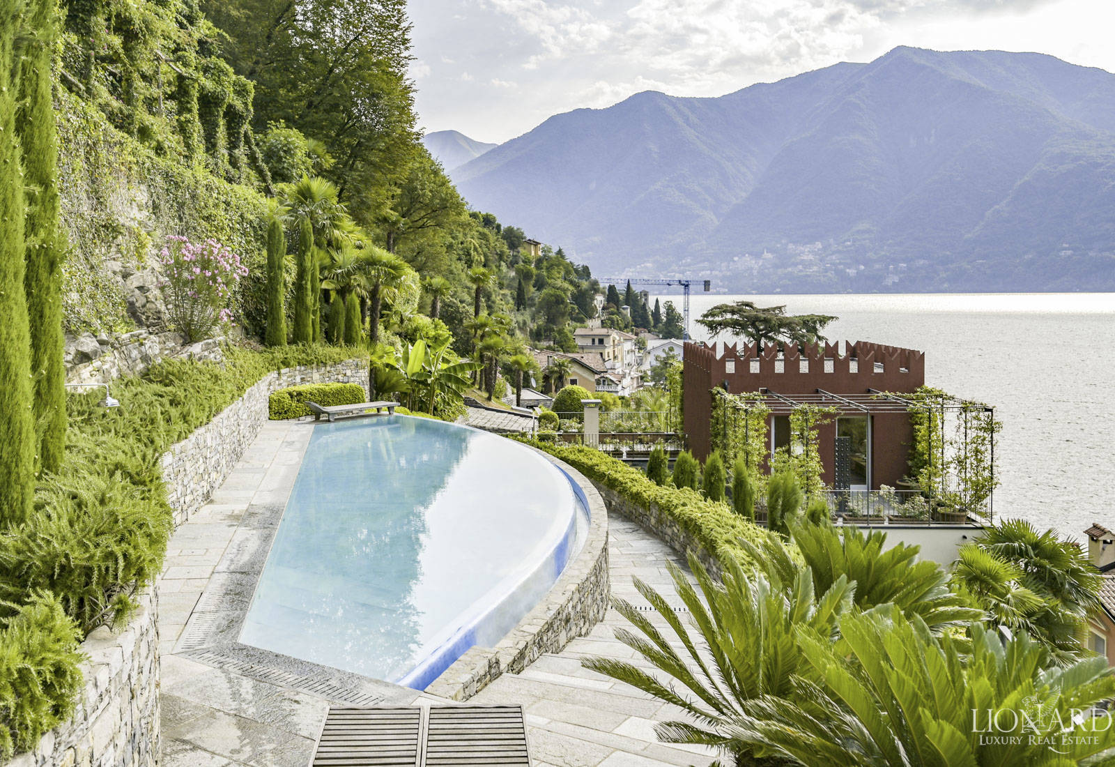 luxury villa for sale on the shores of lake como 1