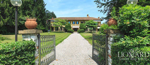 luxury villa for sale in the province of varese 5