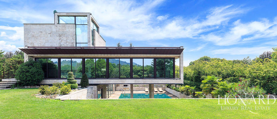 Contemporary villa for sale in the province of Lecco Image 1