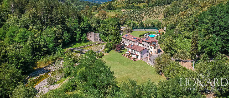Stunning hamlet for sale in the Tuscan countryside Image 1