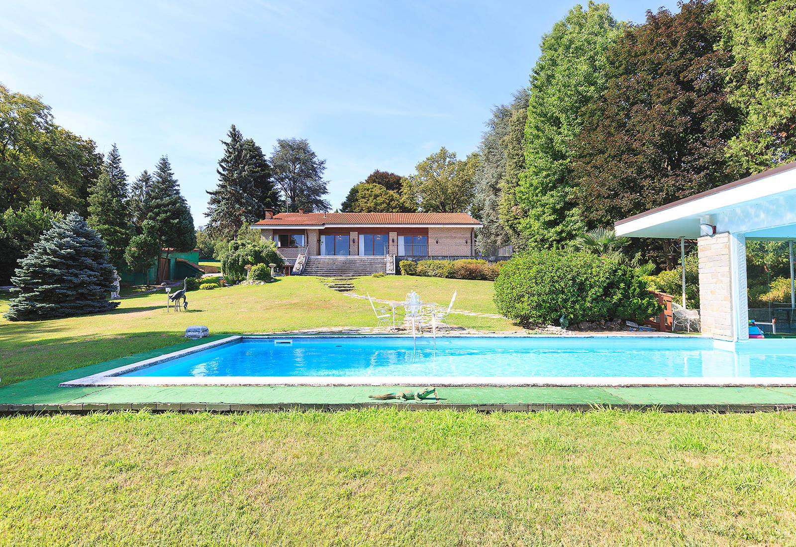 luxury villa for sale in front of lake maggiore 1