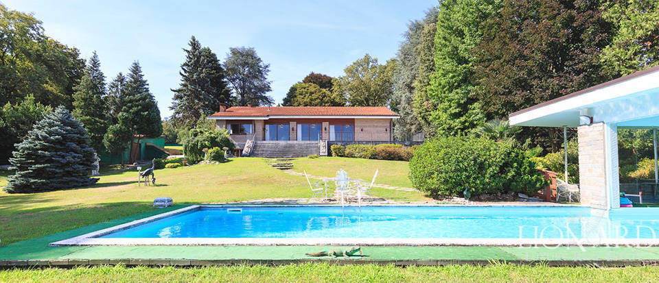 Luxury villa for sale in front of Lake Maggiore Image 1