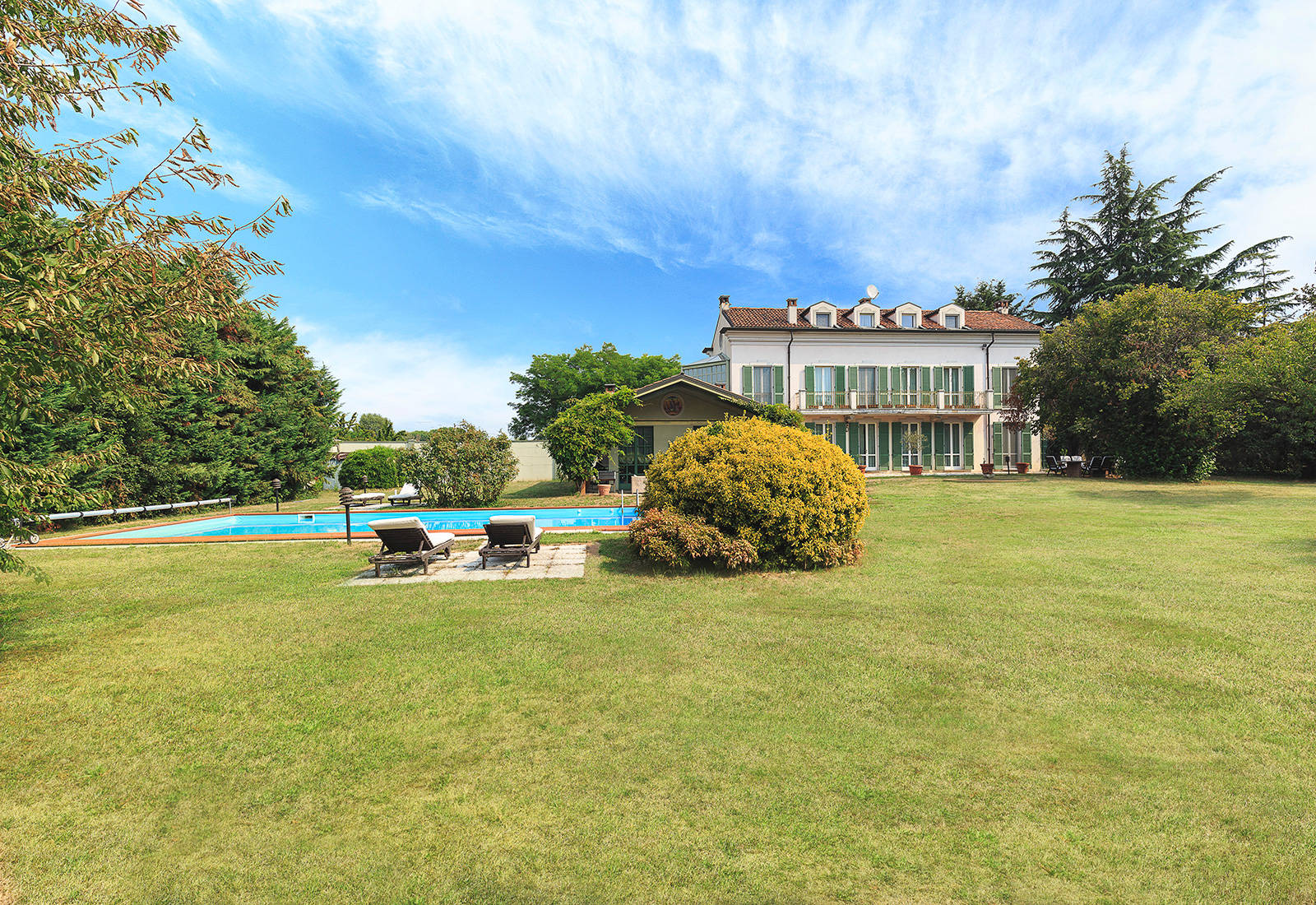 luxury villa for sale in novara 1