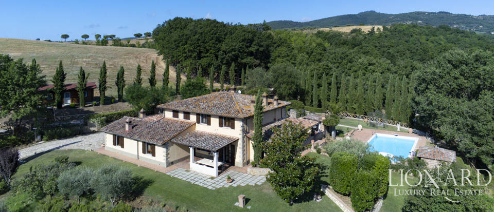 Farmstead for sale on Umbrian hills Image 1