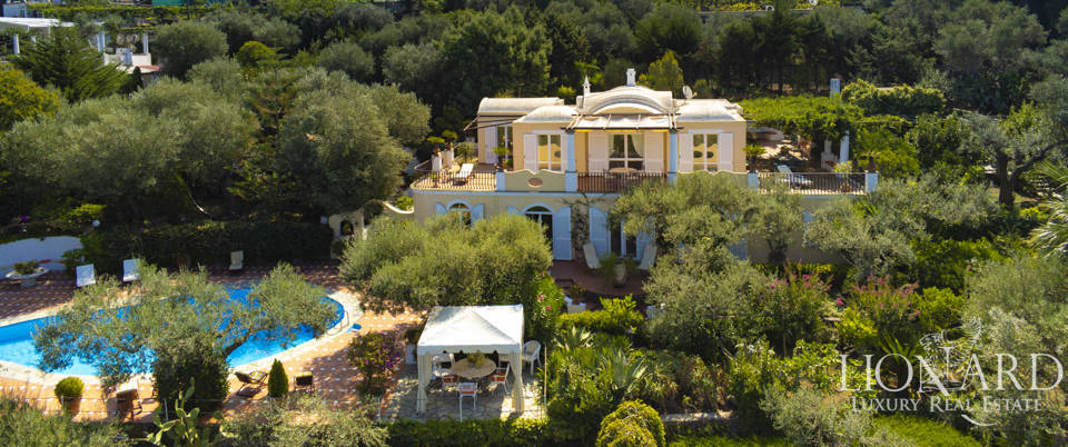Elegant villa with pool for sale in Anacapri Image 1