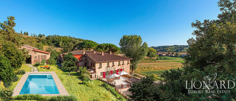 Stunning Tuscan farmstead for sale in San Miniato Image 1