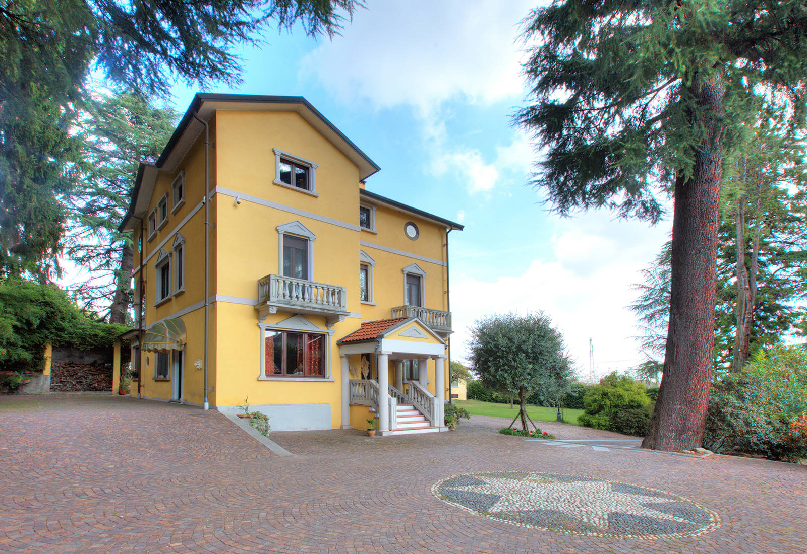 luxury villa in the province of novara