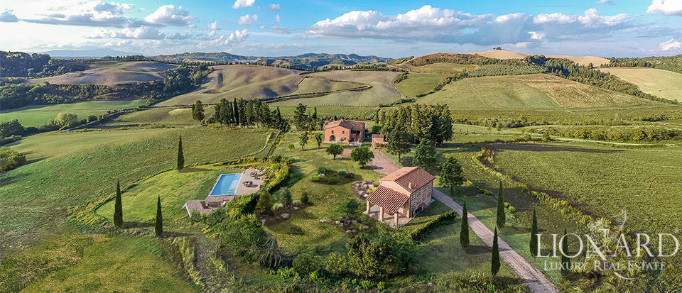 Tuscan villa for sale in the province of Pisa Image 1