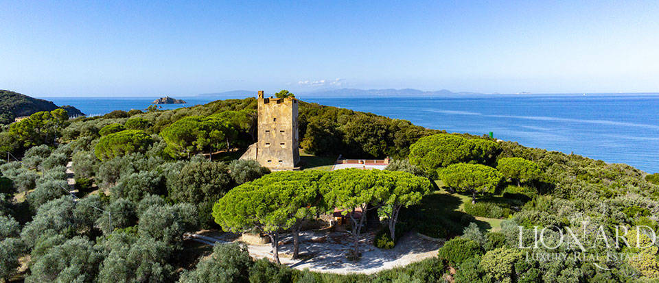 Historical manor with access to the sea in Punta Ala Image 1