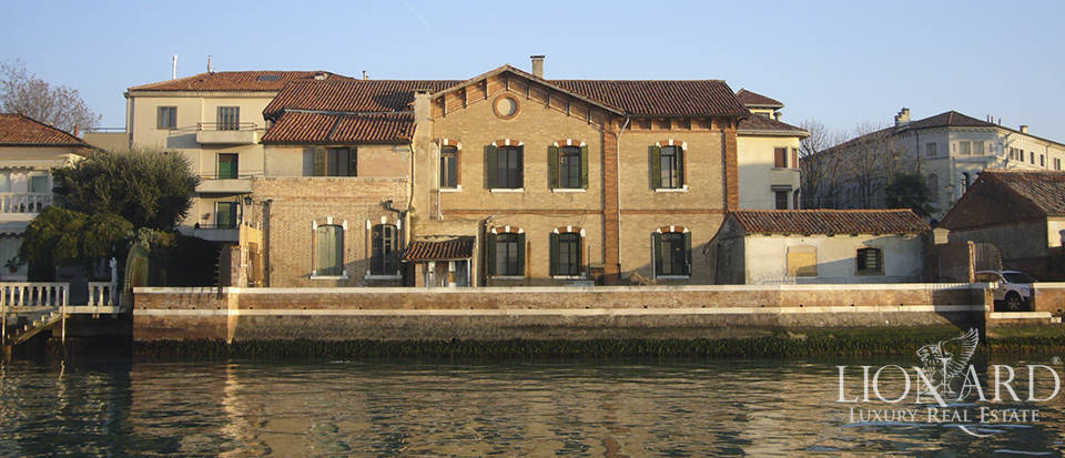 Period villa overlooking the Venetian Lagoon for sale Image 1