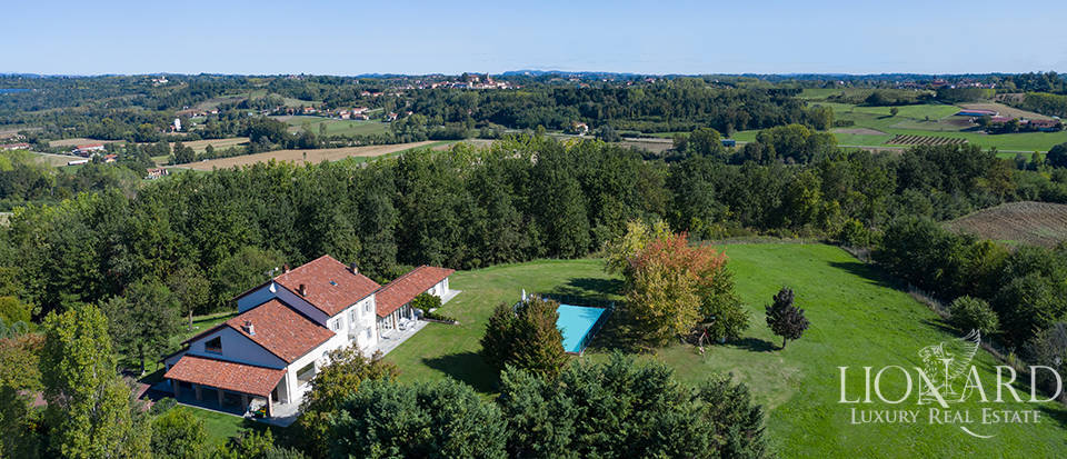 Luxury villa for sale in the heart of Monferrato Image 1