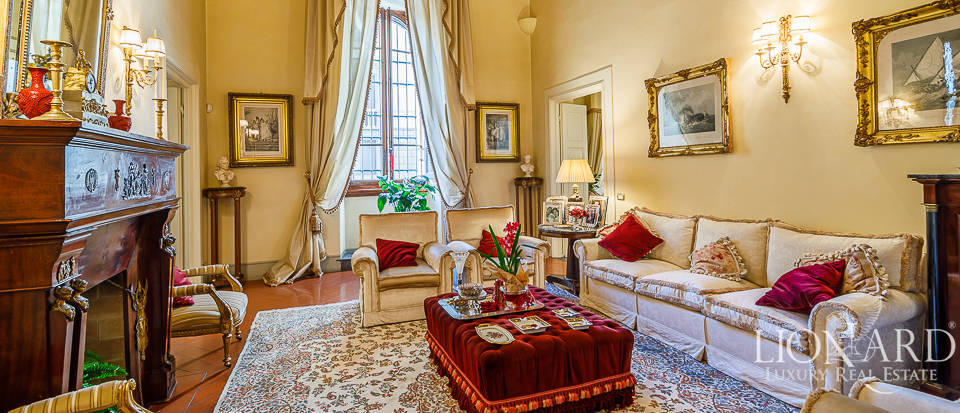 Elegant apartment for sale in the centre of Florence Image 1