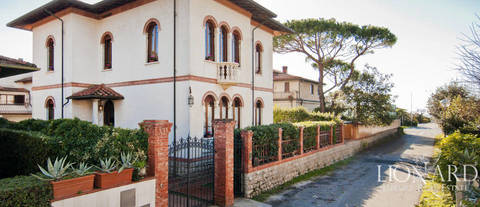 luxurious villa for sale in forte dei marmi 1