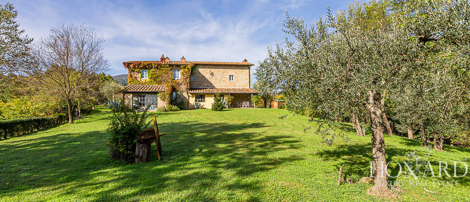 Rustic-style farmhouse for sale in Chianti Image 1