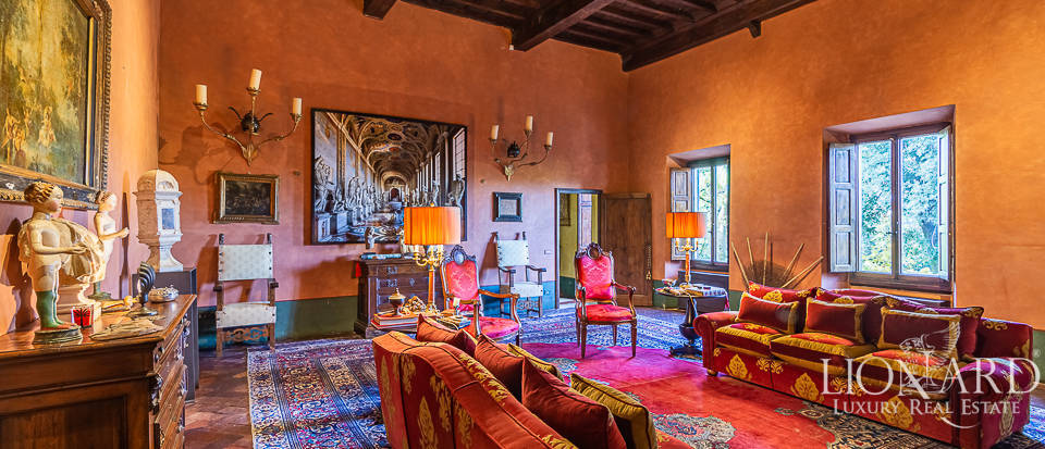Luxurious apartment with frescoes for sale in Florence Image 1