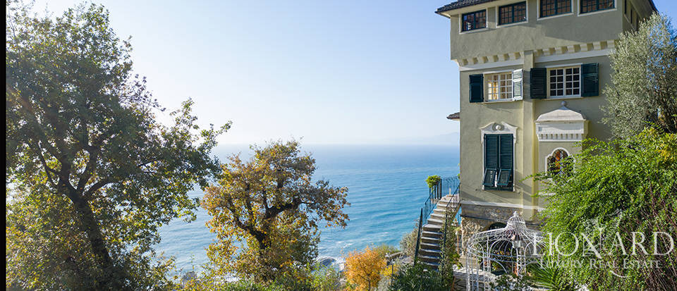 Luxury villa with a view of the sea for sale in Camogli Image 1
