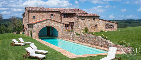 stunning farmhouse for sale near pienza