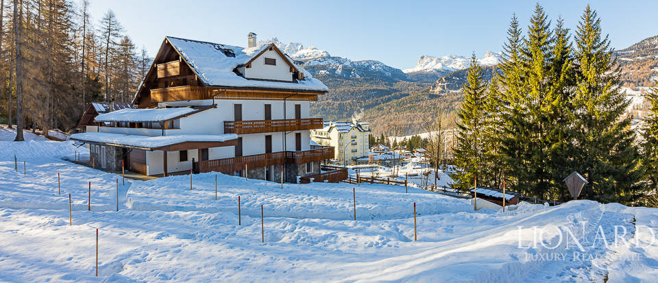 Exclusive apartment for sale in Cortina d