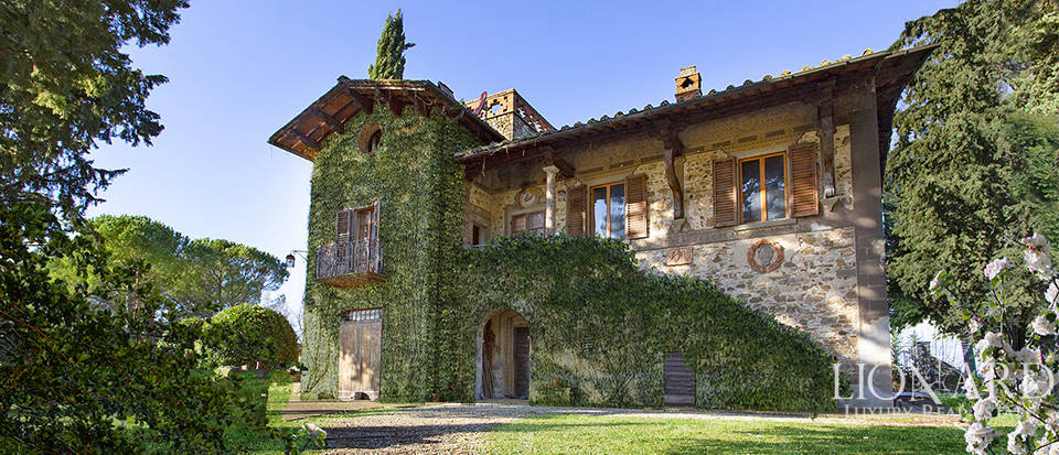 Elegant farmstead for sale in Greve in Chianti Image 1